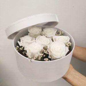 caja de rosas preservadas